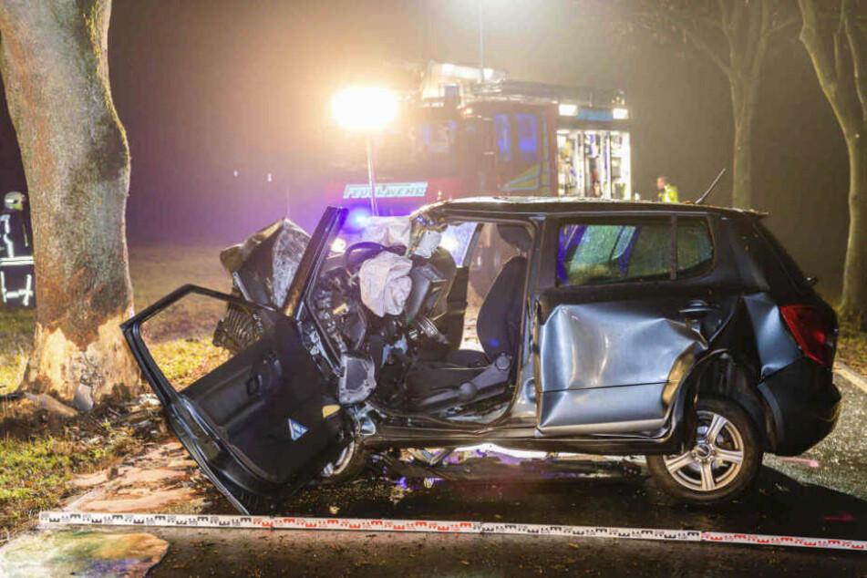 Die Fahrerin (58) des Skoda starb noch an der Unfallstelle.