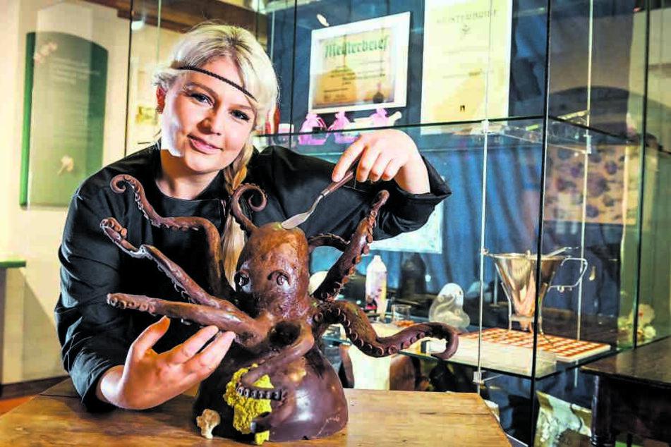 Sarah Gierig (32) mit einer ihrer schokoladigen Arbeiten: Ihr Können ist gefragt bei den TV-Sendern.