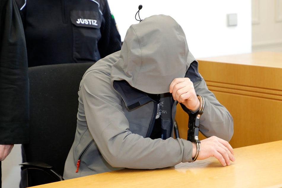 Lars F. (40) kam am Donnerstag umsonst ins Landgericht - er bleibt hinter Gittern.