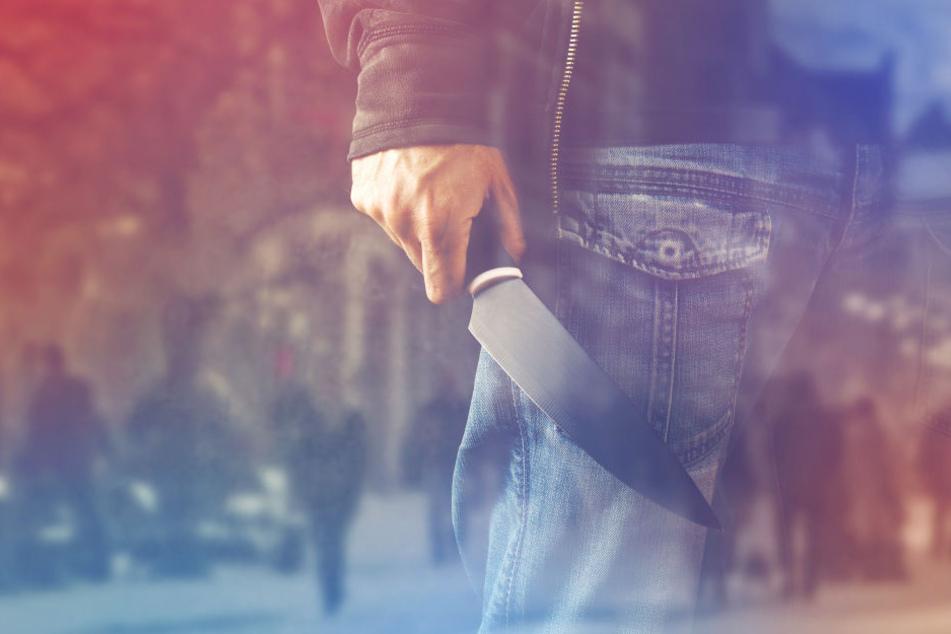 Die Düsseldorfer Polizei fahndet nach einem Messerstecher (Symbolbild).