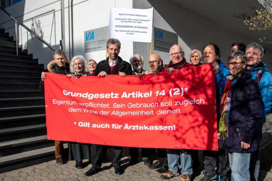 """Boris Palmer demonstriert mit Unterstützern der Bürgerinitiative """"Stadtteiltreff Schönblick/Winkelwiese"""""""