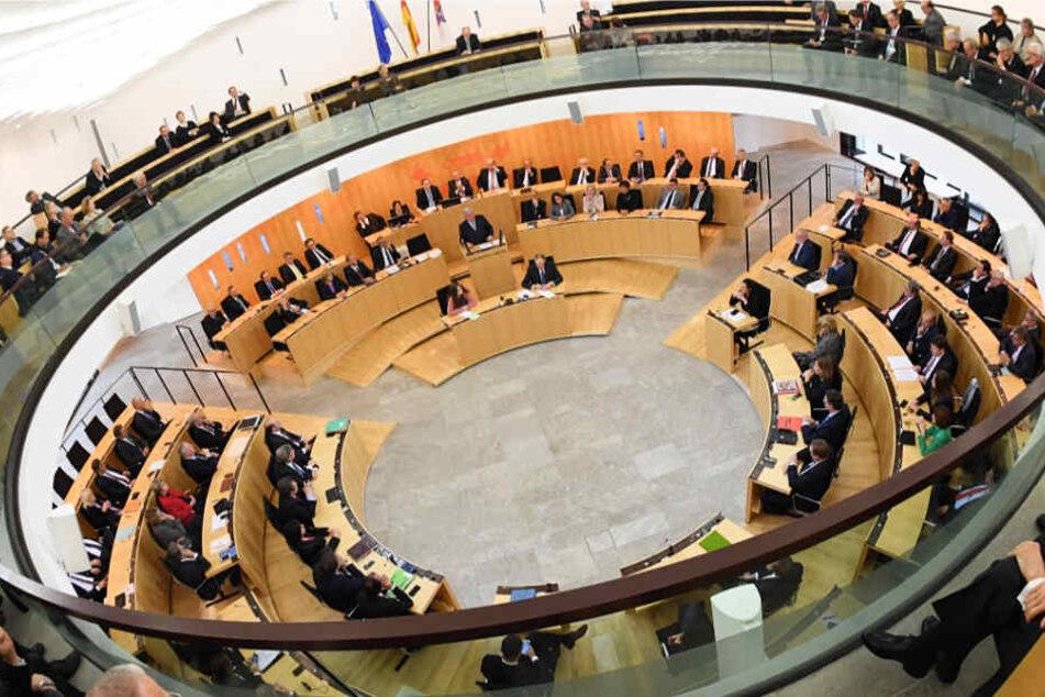 Der Landtag in Hessen (Archivbild) wird 2018 neu gewählt.