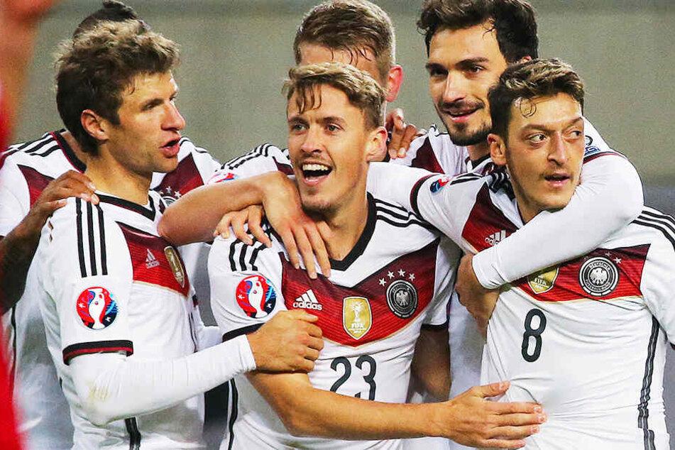 Max Kruse (vorn Mitte) bestritt für Deutschland vierzehn Länderspiele in denen er vier Mal traf.