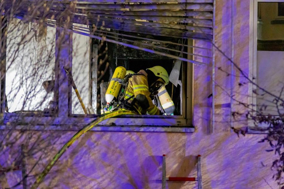 Aus einem Patientenzimmer im Erdgeschoss stieg starker Rauch. Die Feuerwehr löschte den Brand.