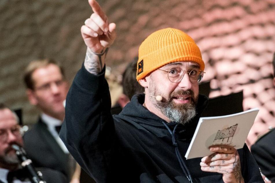 Sido (38) hat der Elbphilharmonie einen Überraschungsbesuch abgestattet.