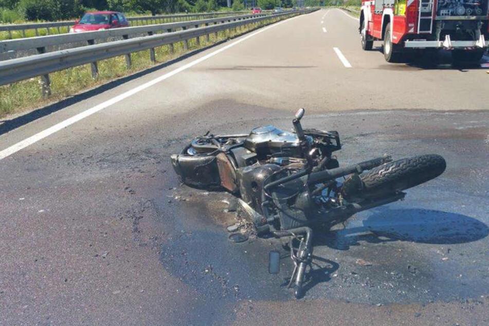 Fahrerflucht! 13-Jähriger stirbt nach Motorrad-Unfall, Vater schwer verletzt