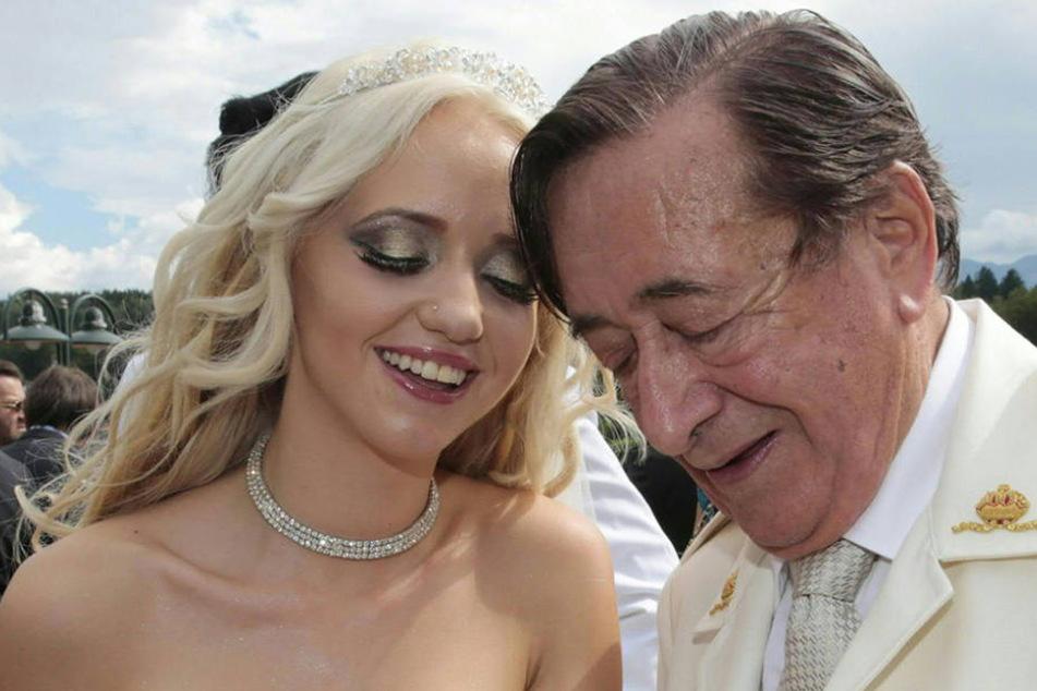 Nach 26 Monaten ist die Ehe von Richard (84) und Cathy Lugner (26) geschieden.