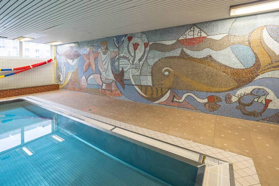 Wandmosaik und Rutsch-Elefant prägten das Lehrschwimmbecken in der alten  Schwimmhalle.