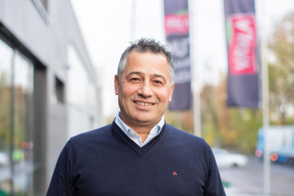 Ethen Colakoglu, Geschäftsführer von Yayla, steht vor der Unternehmenszentrale.