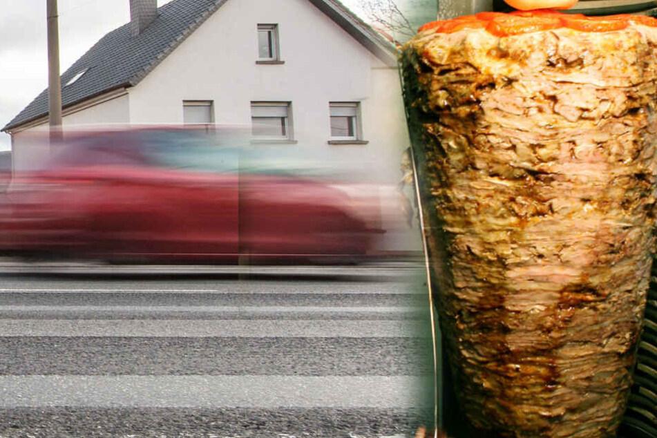 Die fliegenden Dönerspieße sorgen für zwei Verkehrsunfälle auf einer Bundesstraße in der Nähe des baden-württembergischen Freudenstadt. (Fotomontage)