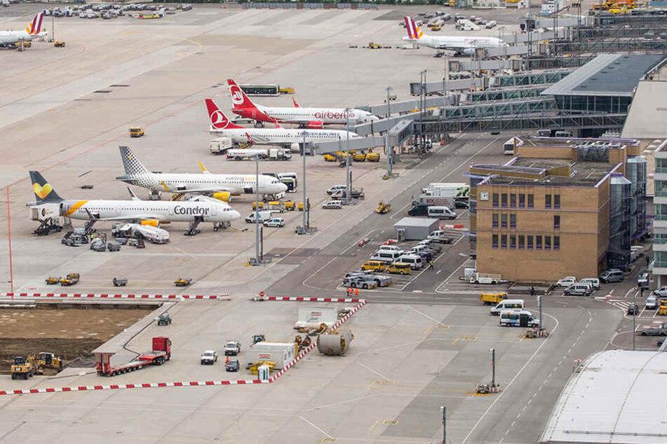Am Flughafen Stuttgart sorgte gegen Sonntagmittag eine vermeintliche Bombendrohung für Aufruhr.