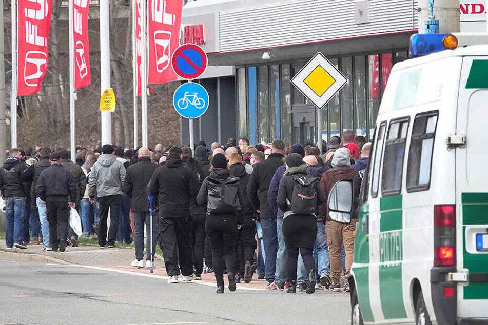 Knapp 1000 Teilnehmer gingen für den Verstorbenen auf die Straße.