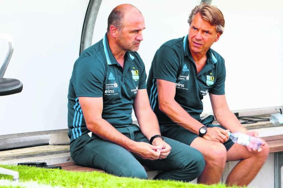 Sitzen sie im neuen Jahr weiter gemeinsam auf der Bank? Steffen Ziffert (l.) hat noch nicht entschieden, ob Horst Steffen (r.) CFC-Trainer bleibt.