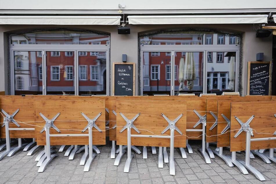 Gastgewerbe-Umsatz bricht wegen Corona-Schließungen drastisch ein