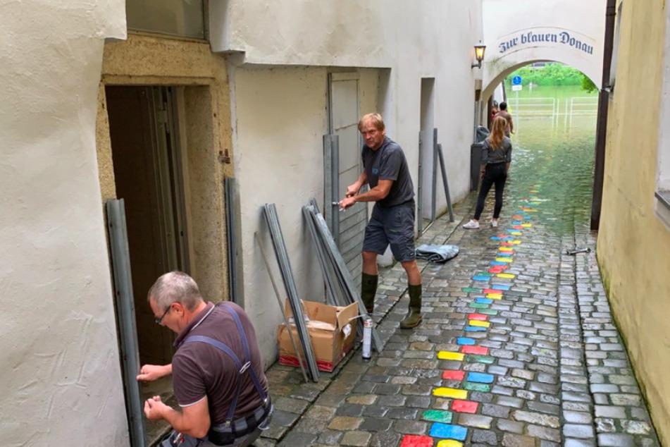 In Passau steigen die Wasserstände der Flüsse stündlich weiter an. Anwohner bereiten sich auf das schlimmste vor.
