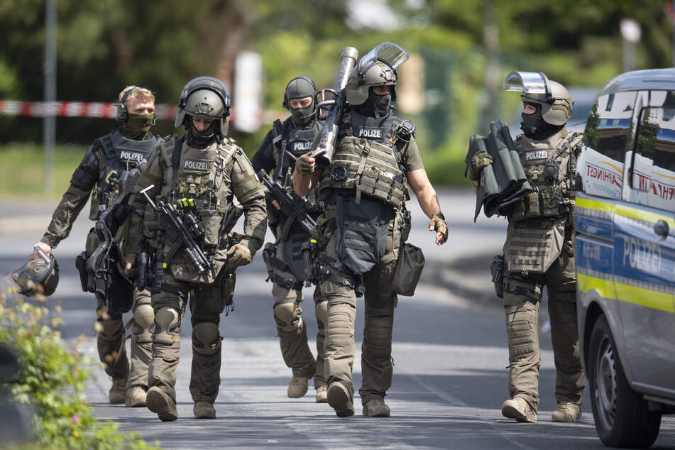 Spezialeinsatzkräfte nahmen einen Mann im Landkreis Regensburg fest. (Symbolbild)