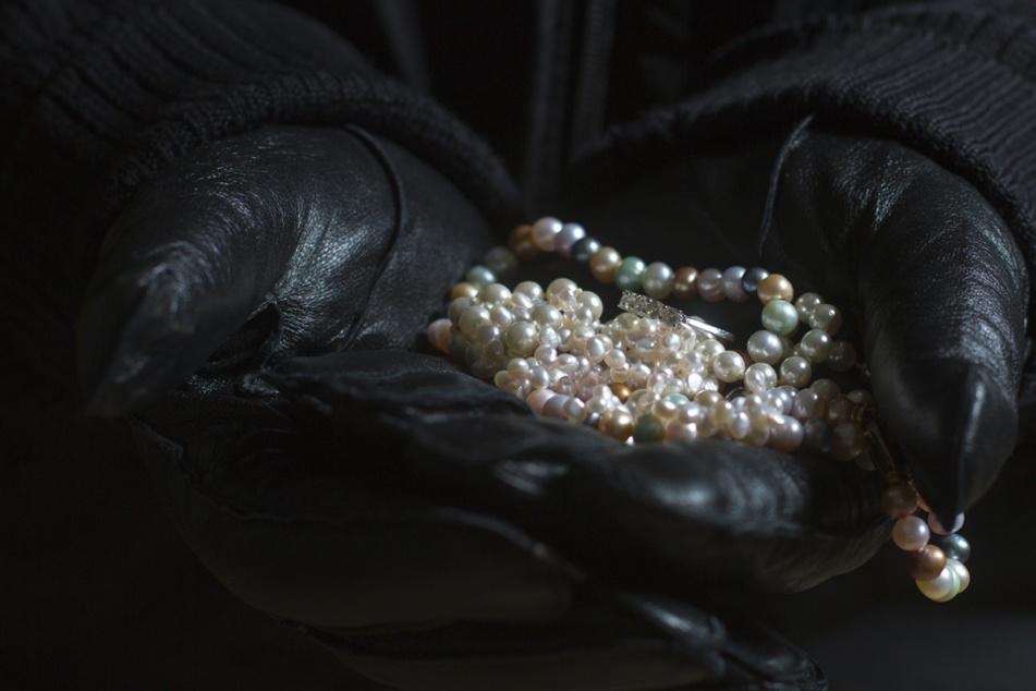 Raubüberfall-Serie auf Seniorinnen geklärt? Polizei schnappt Verdächtigen!