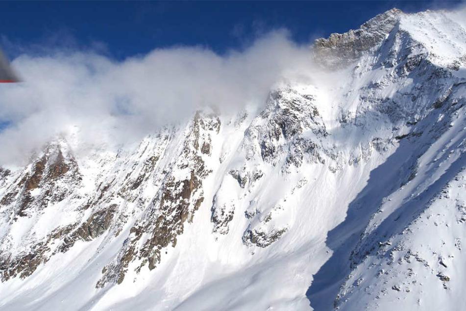 In den Schneemassen wurden zwei weitere Skifahrer lebend gefunden. (Symbolbild)