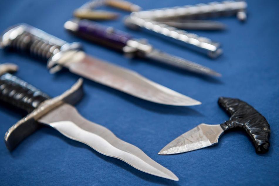 Mit einem Messer wollten die beiden ihren Mitbewohner töten. (Symbolbild)