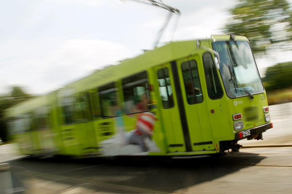 In Zwickau ist ein Tram-Fahrer bei rot über eine Kreuzung gefahren. (Symbolbild)