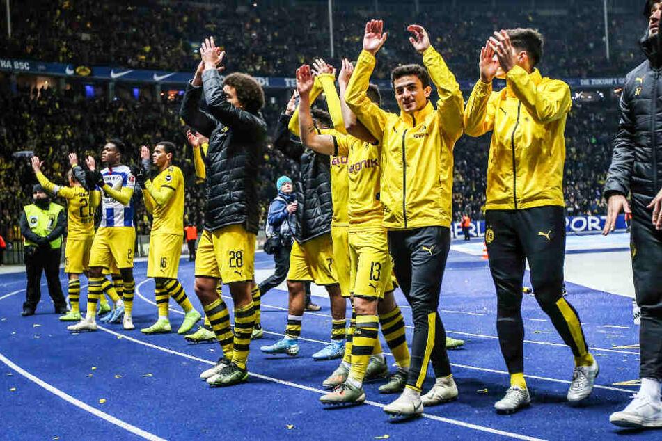 Borussia Dortmunds Spieler ließen sich nach der mannschaftlich geschlossenen Leistung von den vielen Fans feiern.