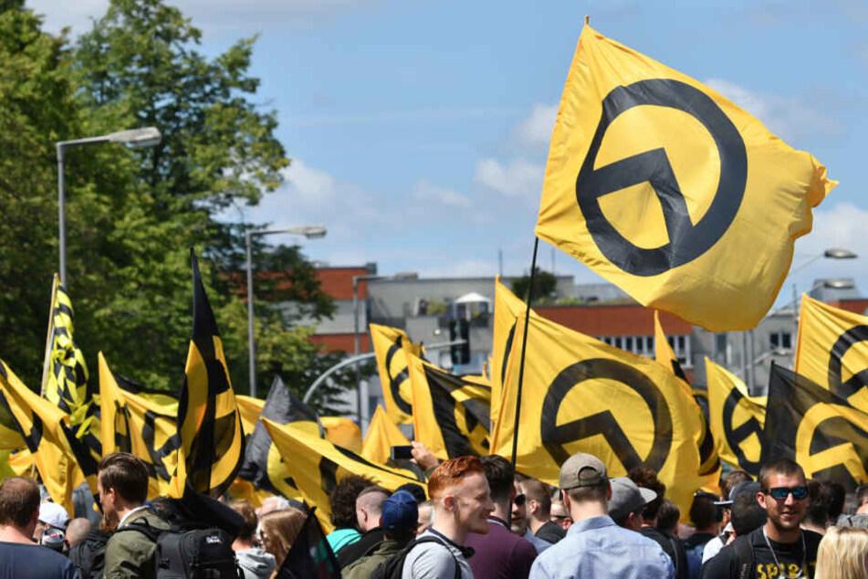 Rechte Gruppierung nahm an Karnevalsumzug teil und Veranstalter merkt es nicht