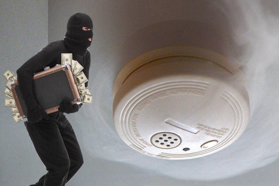 Sie kommen, um angeblich die Rauchmelder zu kontrollieren und verschwinden mit ihrer Beute. (Symbolbild)
