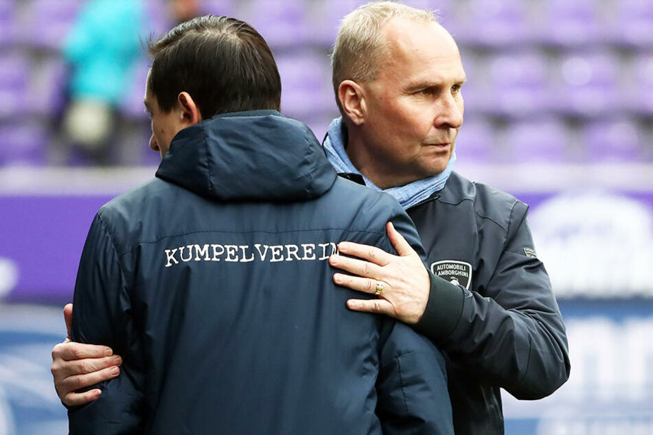 Aue-Präsident Helge Leonhardt (r.) stärkte Trainer Daniel Meyer demonstrativ den Rücken.