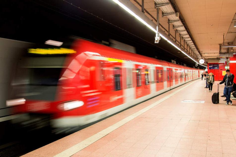 Die Attacke geschah in einer Bahn der Linie S1. (Symbolbild)
