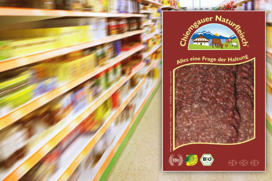 Vorsicht beim Verzehr der Chiemgauer Naturfleisch-Rindersalami, geschnitten. (Montage)