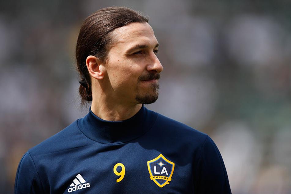 """Majestätsbeleidigung? Zlatan Ibrahimovic (38) bekommt für seine goldene Fußball-Karriere """"nur"""" eine bronzene Statue."""