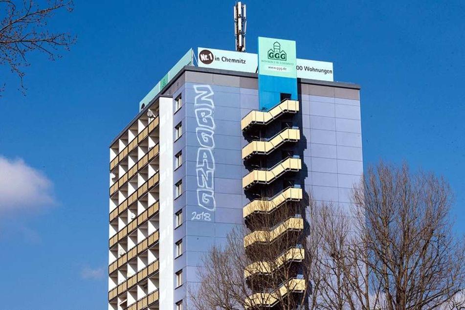 Schmiererei in luftiger Höhe: Graffito am Rosenhof-Wolkenkratzer