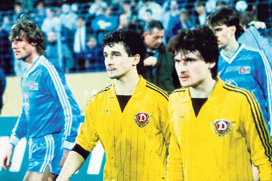 Sein letztes Spiel für Dynamo: Frank Lippmann (r., mit Hans-Uwe Pilz) 1986 in Uerdingen.