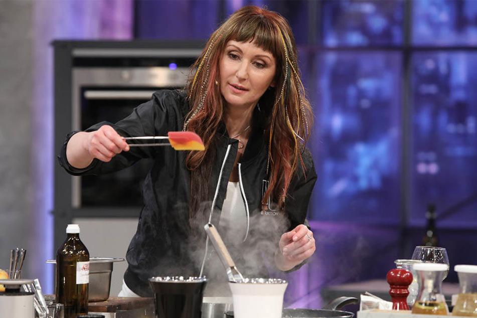 Da war sie noch konzentriert beim Kochen. Später rutschte sie aus.