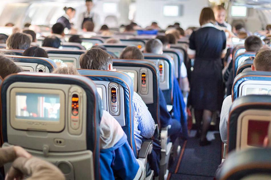 Flugzeugcrew soll Drogen am eigenen Körper geschmuggelt haben!