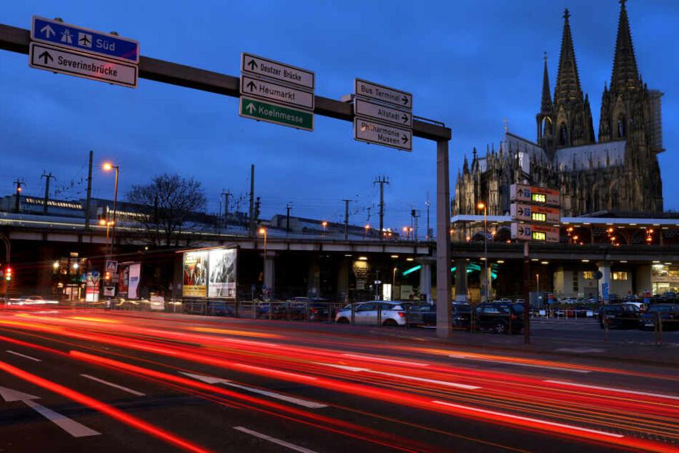 Die Stadt Köln hat erste Vorbereitungen für mögliche Diesel-Fahrverbote getroffen.