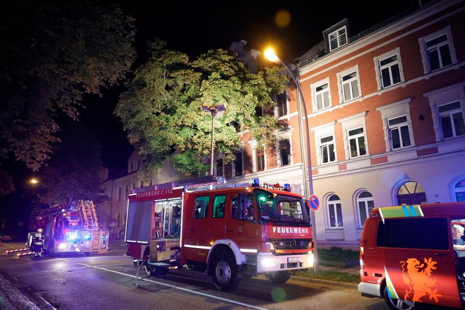Die Feuerwehr wurde am späten Montagabend zu einem Wohnungsbrand gerufen.