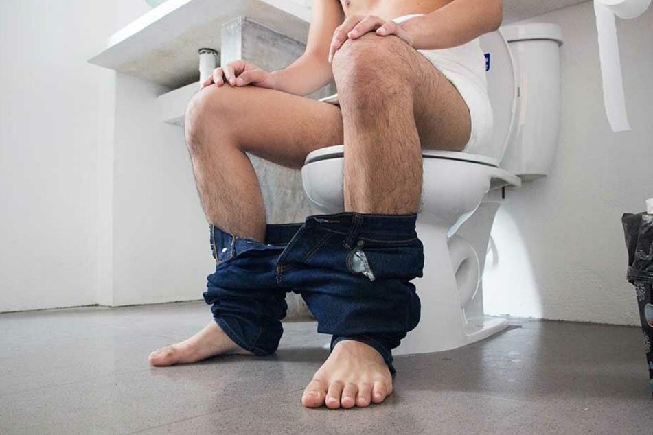 Auf Toilette beförderte der Mann 70 mit Heroin gefüllte Kugeln ans Tageslicht.