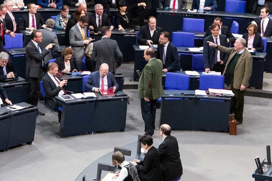 AfD will zeigen, dass zu wenig Abgeordnete im Bundestag sind und ist selbst nicht da