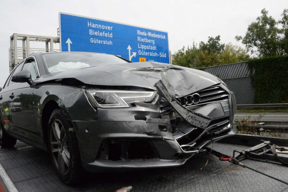 Auch der Audi war total zerstört und musste abgeschleppt werden.