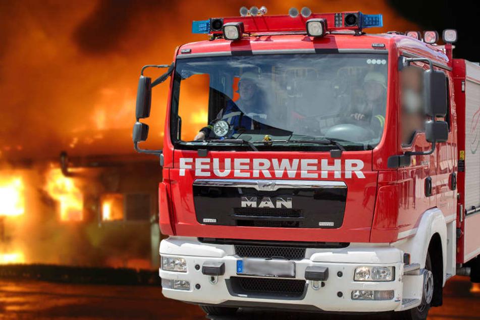 Die Feuerwehr ist seit Dienstagmorgen bei einem Großbrand im Einsatz.