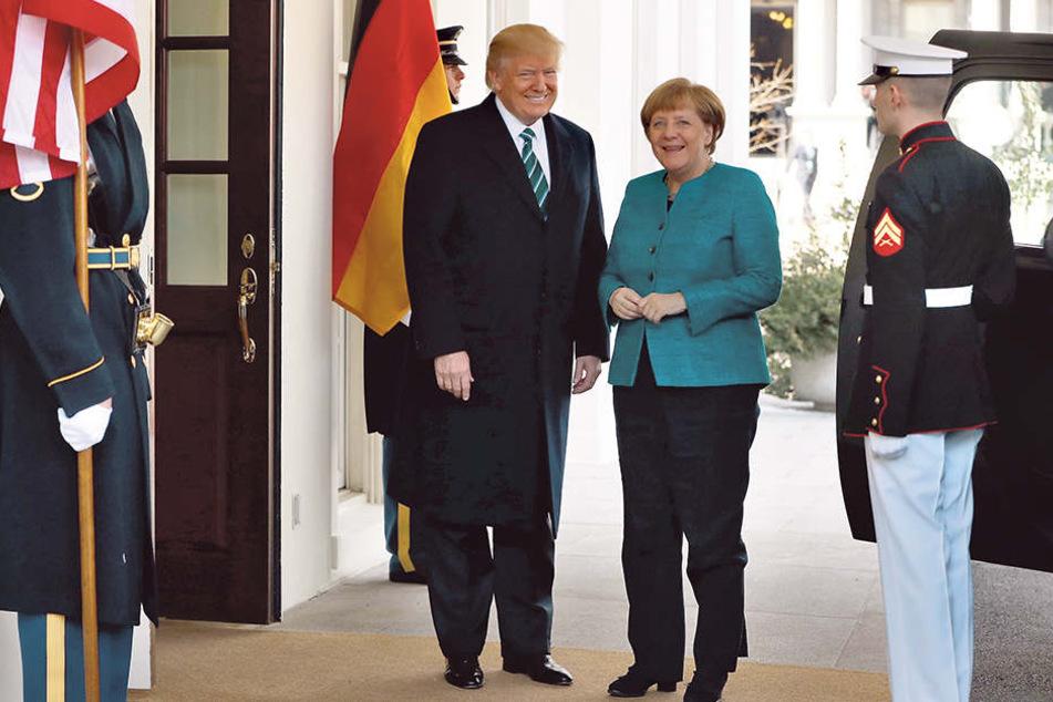 Präsident Trump nahm die deutsche Kanzlerin vor dem Weißen Haus in  Empfang.