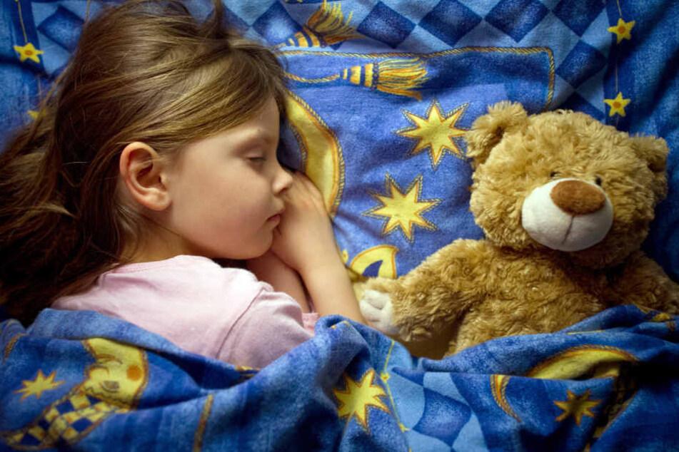 Damit Kinder wieder einschlafen können, empfiehlt ein Experte weniger Medien-Konsum.