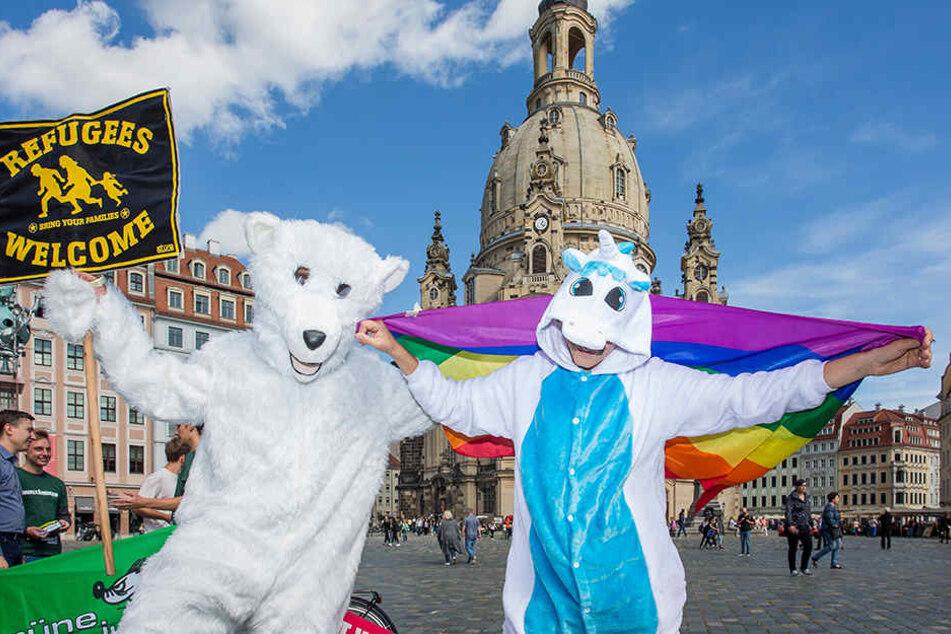 Mit Einhorn und Eisbären sorgten die Grünen gestern auf dem Neumarkt für Aufmerksamkeit.