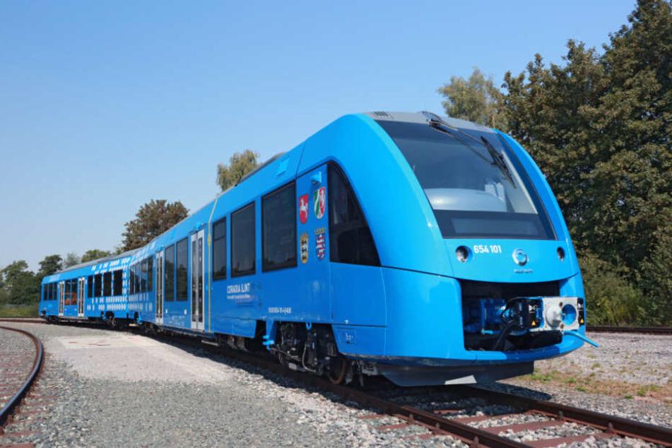 Premiere auf sächsischen Gleisen: Am Donnerstag fährt erstmals ein mit Wasserstoff und Brennstoffzellen angetriebener Zug von Leipzig nach Grimma und zurück.
