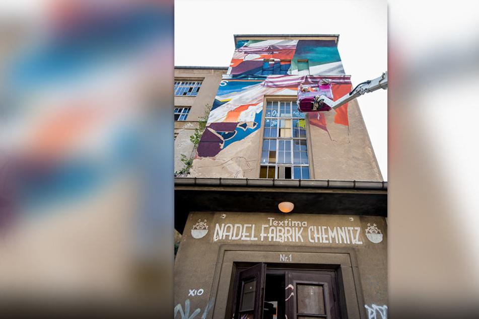 Derzeit gestalten 125 Künstler aus 18 Ländern die VEB Nadel- und Platinenfabrik des VEB Kombinat Textima zu einem Gesamtkunstwerk um.