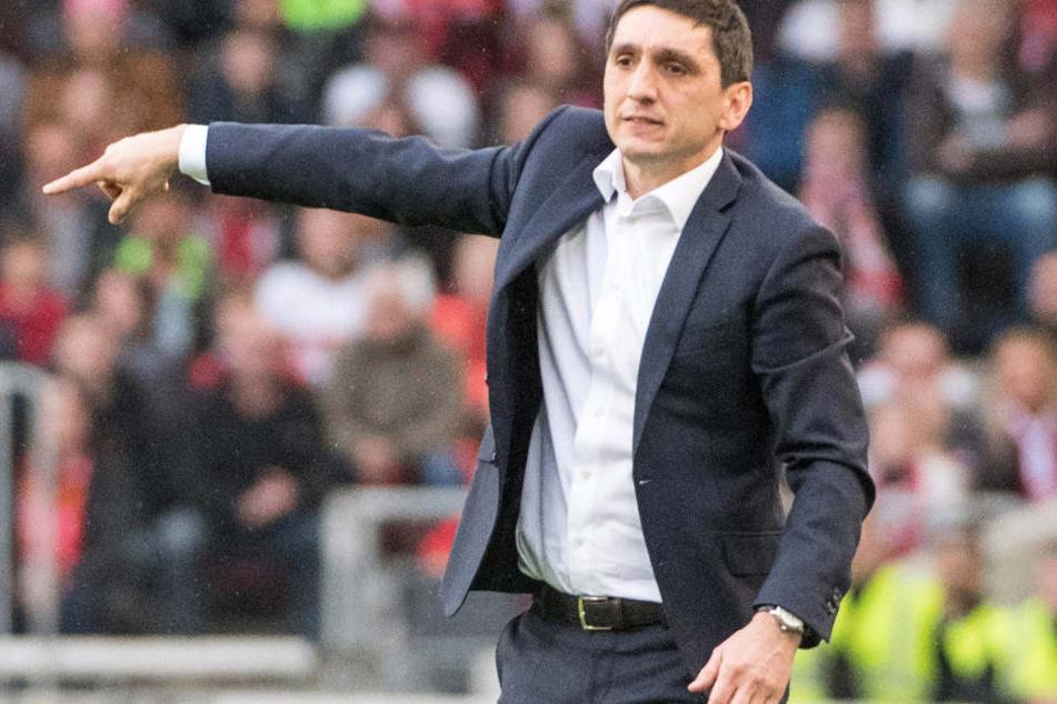 Trainer Tayfun Korkut hofft auch in Freiburg auf einen Sieg.