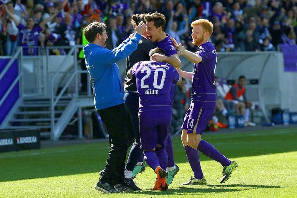 Trainer Hannes Drews (l.) will wieder mit seiner Truppe jubeln.