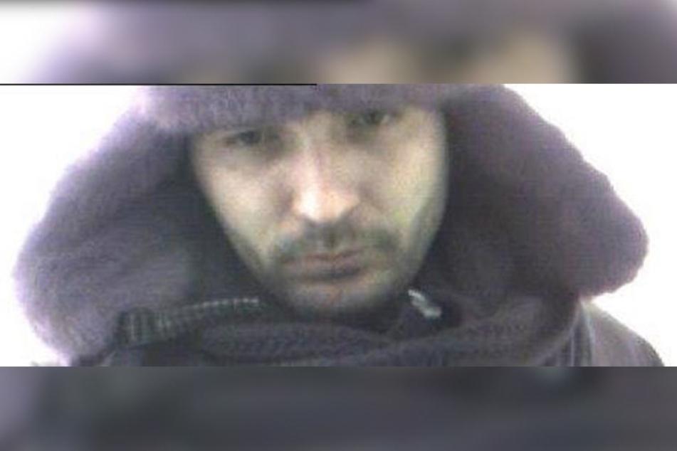 Mit diesem Fahndungsfoto sucht die Polizei Paderborn nun nach dem Dieb.