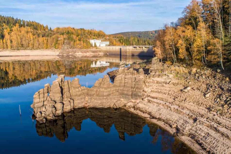 Die Trockenheit machte sich auch an den Talsperren bemerkbar, etwa in Eibenstock. Dank der ausgeklügelten Vernetzung war die Trinkwasserversorgung aber überall gesichert, so die Experten.